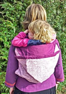 portage enfant  dans le dos