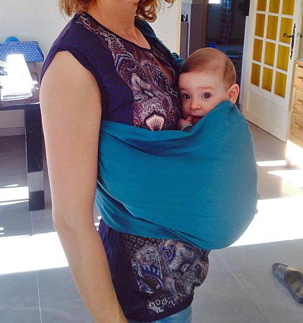 bébé dans sling